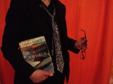 Den komplicerade Robär med sin favoritroman. Foto: Privat
